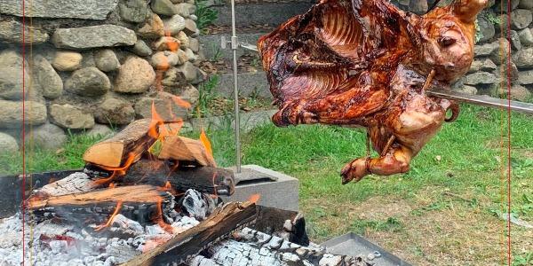 Il segreto per una perfetta cottura del maialino allo spiedo?